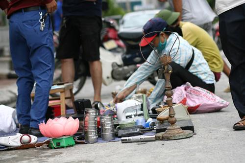 """Khu chợ lạ lùng dễ gây """"nghiện"""" giữa Hà Nội - 11"""
