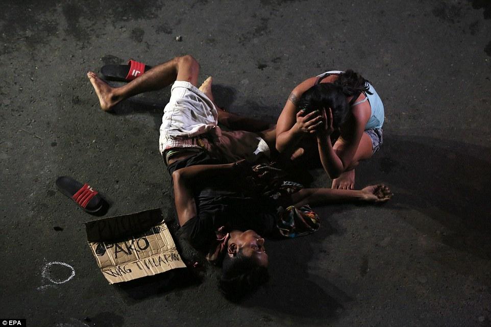 Sốc: Philippines bắn chết 300 tội phạm ma túy trên phố - 1