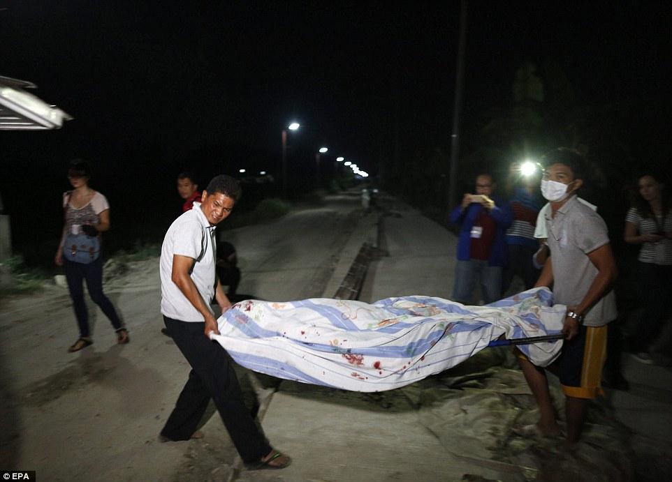 Sốc: Philippines bắn chết 300 tội phạm ma túy trên phố - 2