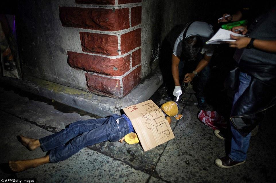 Sốc: Philippines bắn chết 300 tội phạm ma túy trên phố - 5