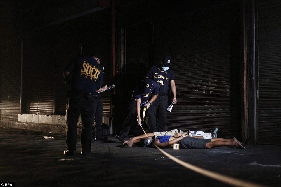 Sốc: Philippines bắn chết 300 tội phạm ma túy trên phố - 7