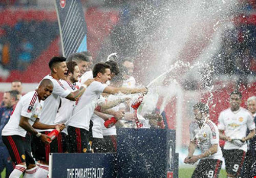 Bóng đá thế giới thông qua luật được thay cầu thủ thứ tư - 1