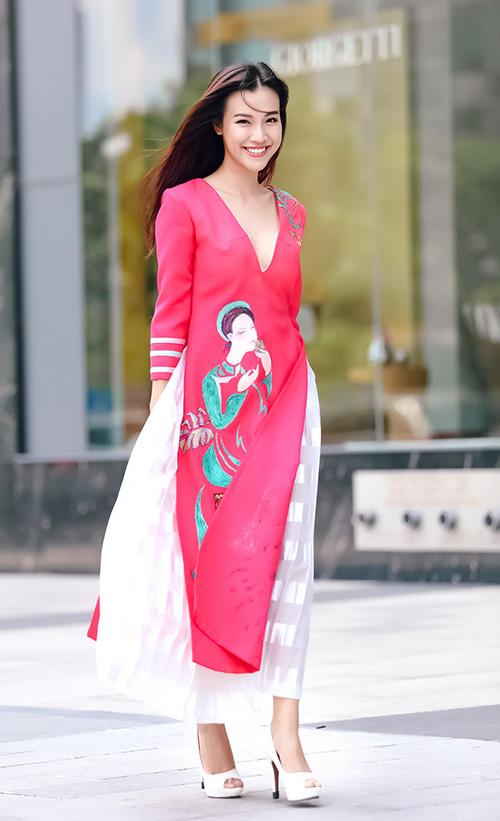 Á hậu Hoàng Oanh khéo làm điệu nơi công sở - 12