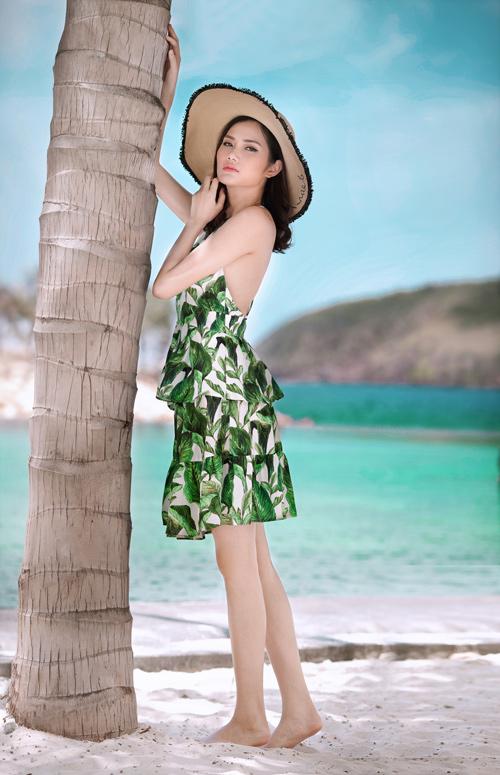 Người đẹp đất Cảng khoe vòng 2 hút mắt trên bãi biển - 2