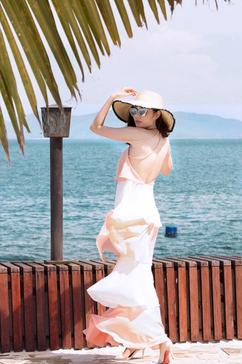 Người đẹp đất Cảng khoe vòng 2 hút mắt trên bãi biển - 9