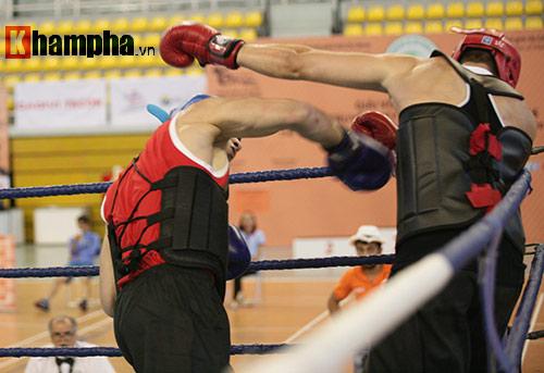 Rung sàn màn đấu võ Việt của hai ông Tây hạng 90kg - 5