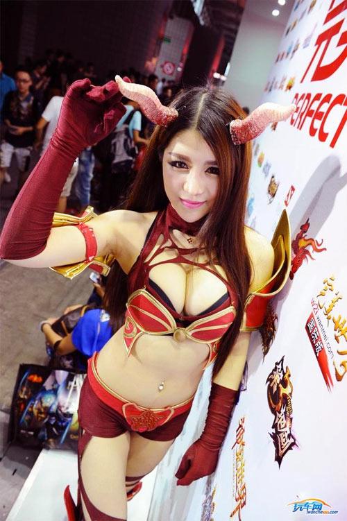 Người mẫu game Trung Quốc hết mùa mặc hở - 2