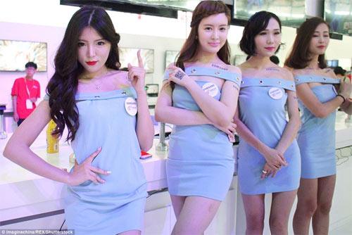Người mẫu game Trung Quốc hết mùa mặc hở - 3