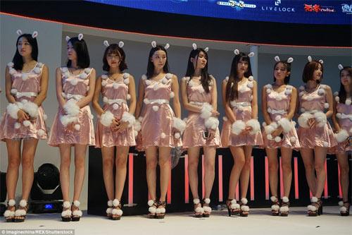 Người mẫu game Trung Quốc hết mùa mặc hở - 8