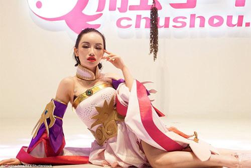 Người mẫu game Trung Quốc hết mùa mặc hở - 7