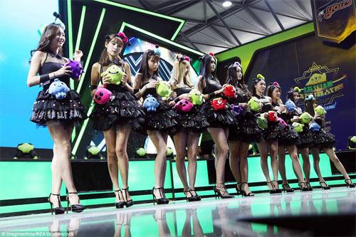 Người mẫu game Trung Quốc hết mùa mặc hở - 6