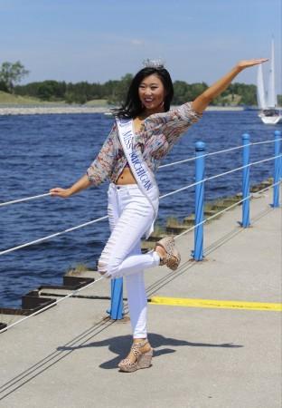 Hoa hậu Michigan gây sốc vì... quá xấu - 12