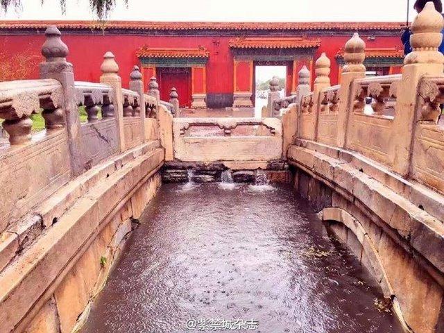 """Ảnh: Bắc Kinh """"thất thủ"""" trước mưa lũ - 11"""