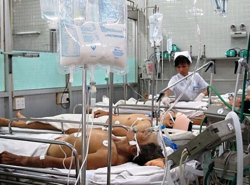 Nhiễm bệnh từ… nhân viên y tế - 1