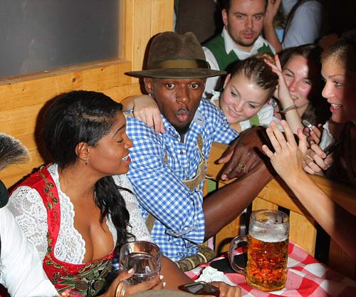 """Usain Bolt lại """"ngập"""" trong bia & người đẹp ở Đức - 6"""