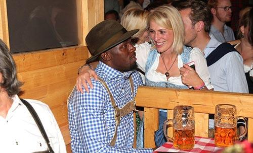"""Usain Bolt lại """"ngập"""" trong bia & người đẹp ở Đức - 4"""