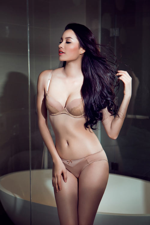 Trang tin nổi tiếng chọn Phạm Hương sexy nhất Việt Nam - 1