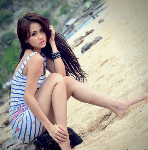Trang tin nổi tiếng chọn Phạm Hương sexy nhất Việt Nam - 11