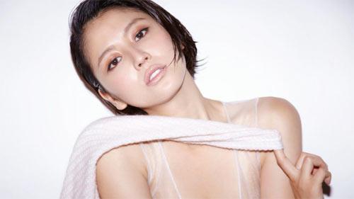 Trang tin nổi tiếng chọn Phạm Hương sexy nhất Việt Nam - 15