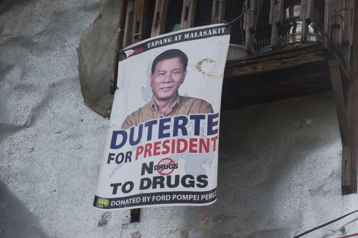 """Bắn 300 người giữa phố, Philippines """"rắn"""" hay tàn nhẫn? - 1"""
