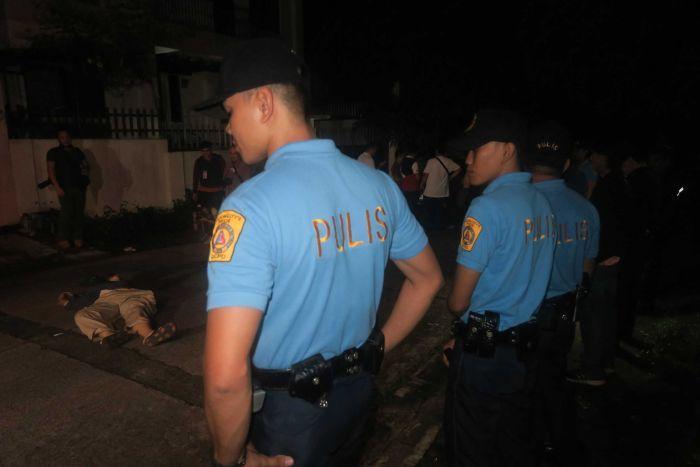 """Bắn 300 người giữa phố, Philippines """"rắn"""" hay tàn nhẫn? - 6"""
