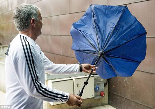 "MU: ""Ô dù"" của Jose Mourinho - 2"