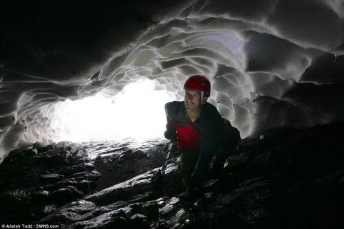 Khám phá đường hầm tuyết trên núi cao nhất Scotland - 2