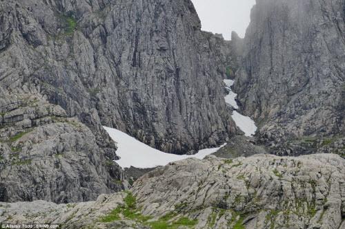 Khám phá đường hầm tuyết trên núi cao nhất Scotland - 7