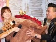 """Phim - """"Mẹ vợ"""" phản ứng với bó hoa 10 triệu Trấn Thành tặng Hari"""