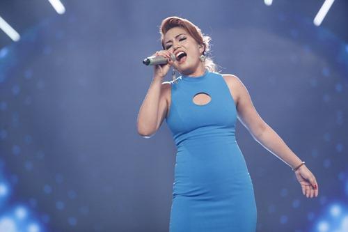 """Cô gái Philippines """"bùng nổ"""" ở Vietnam Idol nhờ hit Thu Minh - 1"""