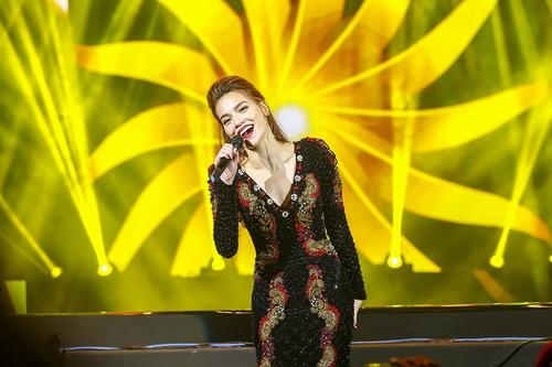 """Hà Hồ hát hit của Hari Won, """"tỏ tình"""" với Phạm Hương, Lan Khuê - 8"""