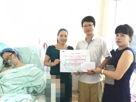 Trần tình của người có 'nụ cười tươi' khi trao quà từ thiện - 1