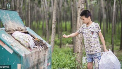 Cậu bé nhặt rác kiếm tiền chữa ung thư cho mẹ kế - 1
