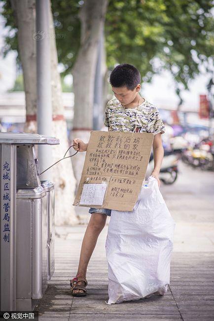 Cậu bé nhặt rác kiếm tiền chữa ung thư cho mẹ kế - 2