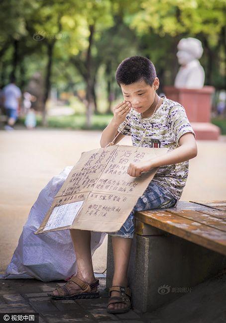 Cậu bé nhặt rác kiếm tiền chữa ung thư cho mẹ kế - 6
