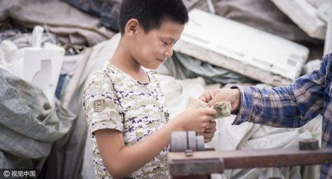 Cậu bé nhặt rác kiếm tiền chữa ung thư cho mẹ kế - 8