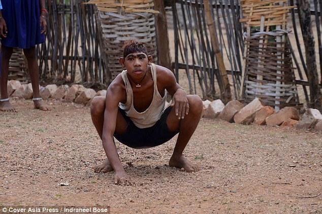 Chàng trai Ấn Độ thích sống như khỉ trong rừng - 2