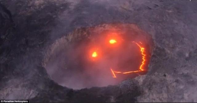 Kì dị mặt cười khổng lồ giữa miệng núi lửa nóng ngàn độ - 1
