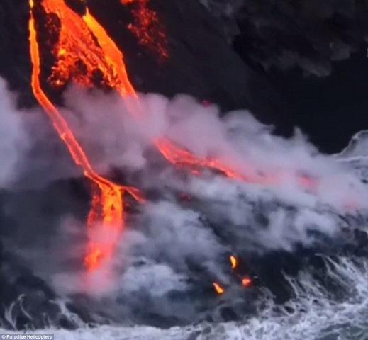 Kì dị mặt cười khổng lồ giữa miệng núi lửa nóng ngàn độ - 2