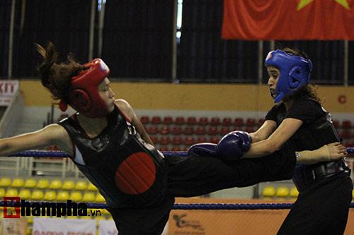 """Nữ võ sĩ Việt """"đánh như tập"""" trước người đẹp Algerie - 2"""