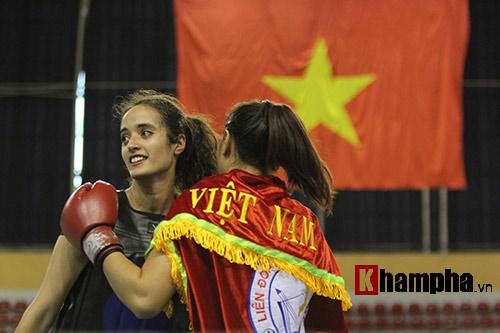 """Nữ võ sĩ Việt """"đánh như tập"""" trước người đẹp Algerie - 6"""