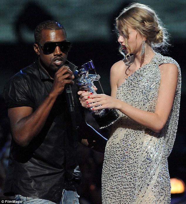 """Taylor Swift đã """"gây thù chuốc oán"""" với những ai? - 4"""