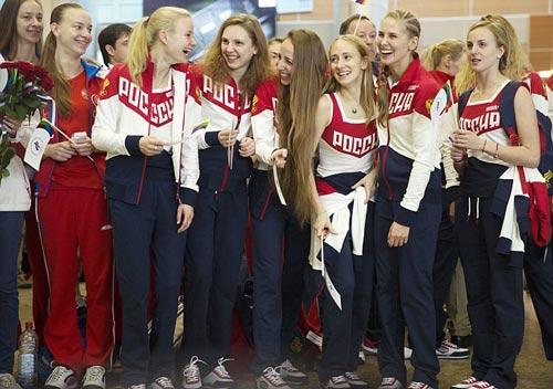 """Olympic: Đoàn Nga đến Rio, tươi cười giữa """"bão doping"""" - 1"""