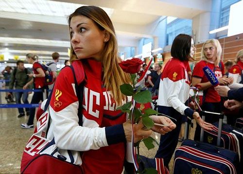 """Olympic: Đoàn Nga đến Rio, tươi cười giữa """"bão doping"""" - 3"""