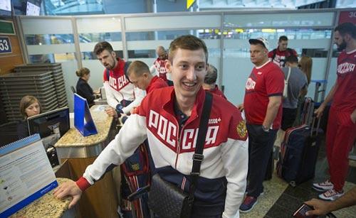 """Olympic: Đoàn Nga đến Rio, tươi cười giữa """"bão doping"""" - 2"""