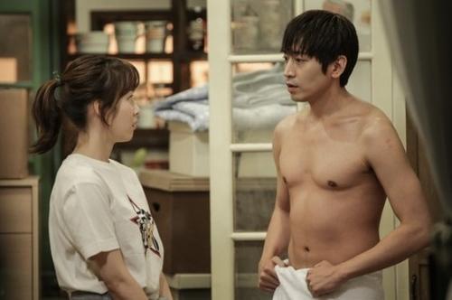 3 mỹ nam hút khách nhất phim Hàn năm nay - 4