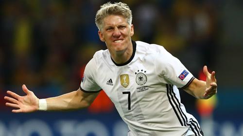 """Từ giã ĐT Đức, Schweinsteiger gia nhập """"đội hình 120"""" - 1"""