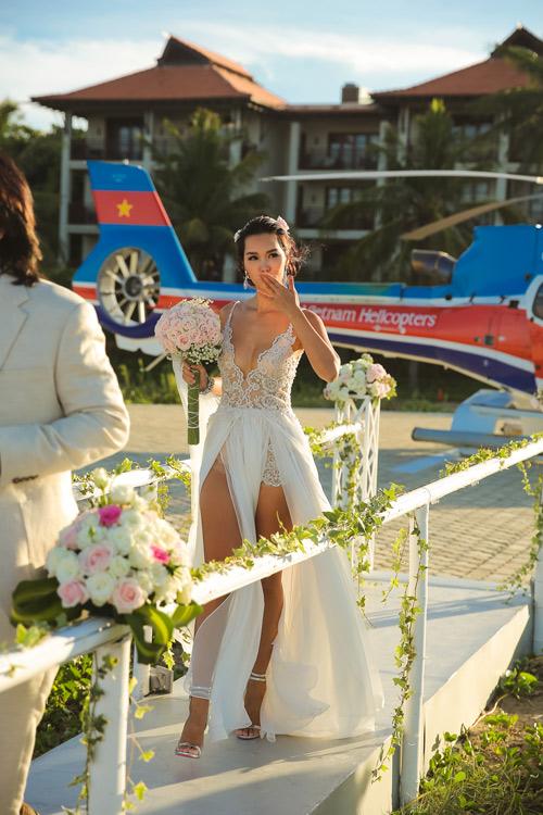 Siêu mẫu Hà Anh dùng trực thăng đến đám cưới - 1