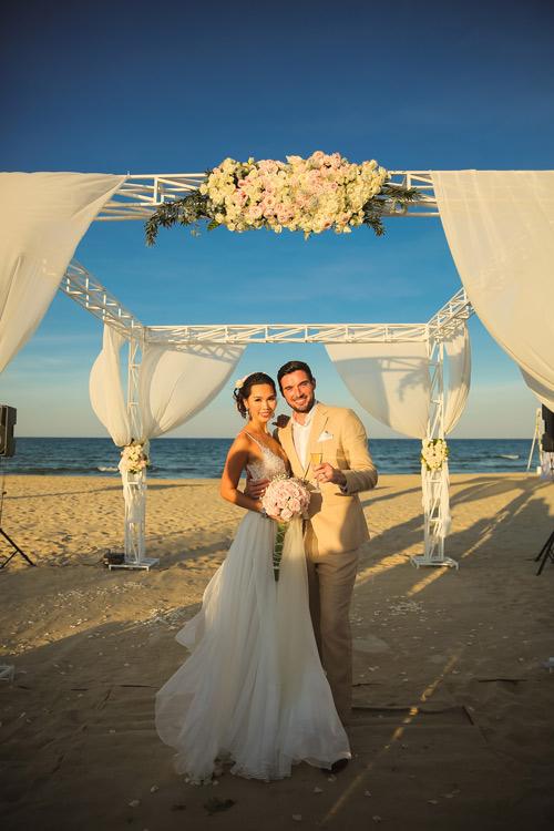 Siêu mẫu Hà Anh dùng trực thăng đến đám cưới - 8