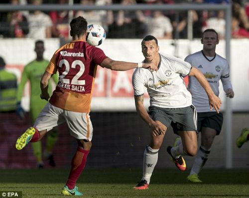 """MU – Galatasaray: Ibra, siêu phẩm và """"mưa"""" bàn thắng - 1"""